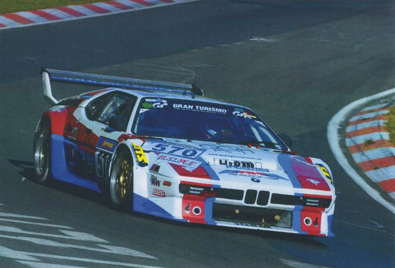 bunt war der 2011er BMW M1 vom AH Racing Team, sponsored by QUICKUPTENT, DEM Faltzelt-Anbieter